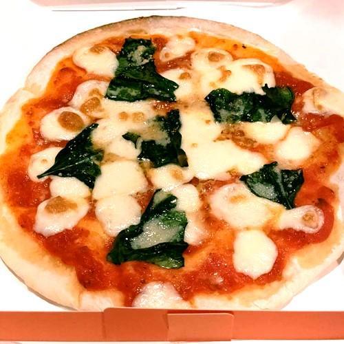 【ピザ】イタリア産モツァレラチーズとフレッシュバジルのマルゲリータ